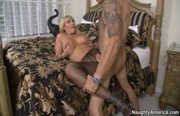 Nicki Hunter fottuta da un cazzuto arrapato